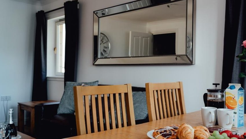 CC BED DINING ROOM