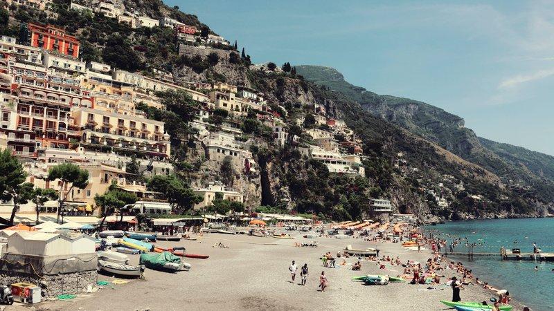 landscape-photo-of-beach-940856 (© Pexels.com)