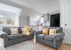 Edinburgh-Flats-holiday-rental-Royal-Mile-High-Street-lounge