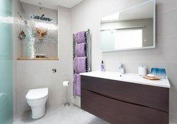 24.First Floor Bathroom