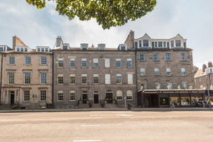 A fantastic location.  This apartment is set above the antique shop.  A stones throw away to some of the most famous restaurants, bistros, clubs and shopping in George Street and Princess Street Edinburgh.