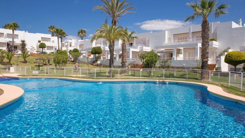 P66  2 250519-31 - Large Gardens and Pool -  Grandes jardines y piscina -