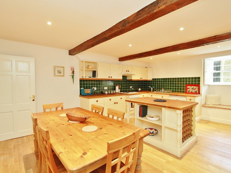 Spacious 2 Bed Apartment in Stockbridge - Kitchen (© Dunpark Property Agents)