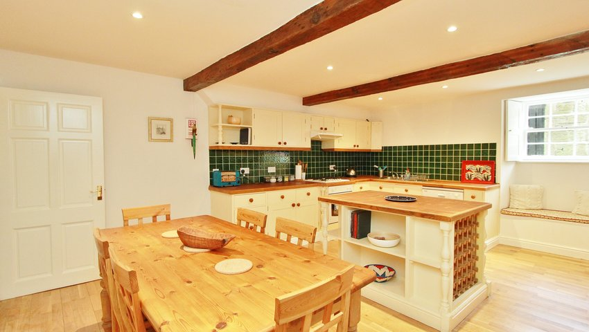 Spacious 2 Bed Apartment in Stockbridge - Kitchen