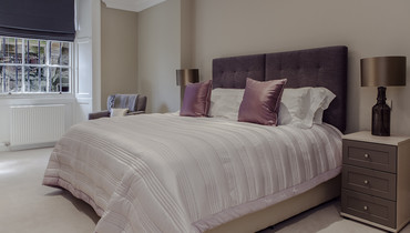 Bedroom - Luxuriously decorated, all of the spacious bedrooms feature King-sized beds which can be made up as twin beds if requested. (© The Edinburgh Address)