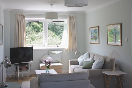 Centrally located 3 bedroom holiday apartmnent - Stunning sea views , private parking in North Berwick