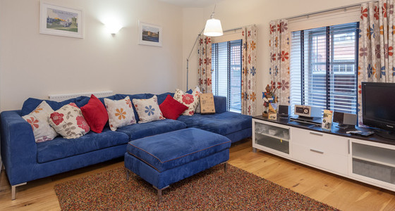 Patriothall 1 - Open plan family lounge and dining area in Edinburgh holiday let