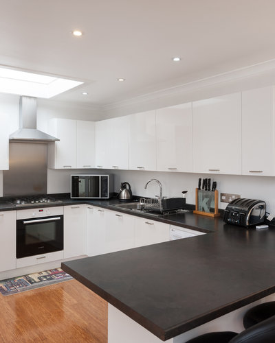 Traquair Park West 3 - Modern, fully equipped kitchen in Edinburgh holiday let