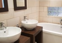 King Room Ensuite 1