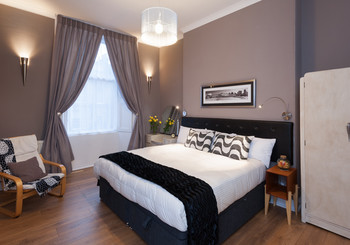Haymarket Terrace 1 - Double bedroom with black and purple decor in Edinburgh holiday let