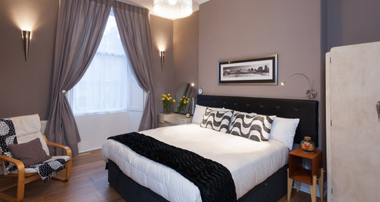 HaymarketTerrace-23 - Double bedroom with black and purple decor in Edinburgh holiday let