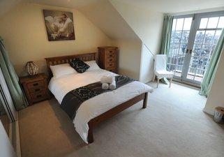 Frederick Street Duplex - bedroom