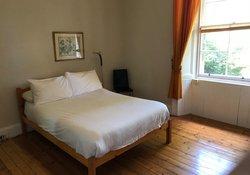 Leslie_place_-_2_bedroom_City_Centre_flat_-_bedroom_2_(1)