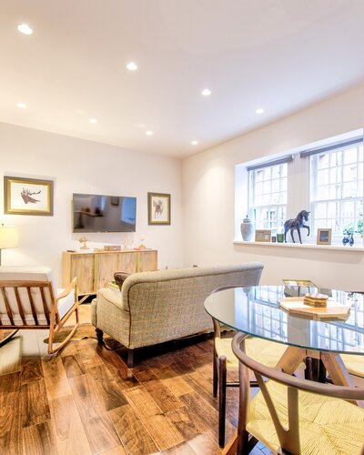 Edinburgh Self-catering Dean Village - Bright living room with dining space