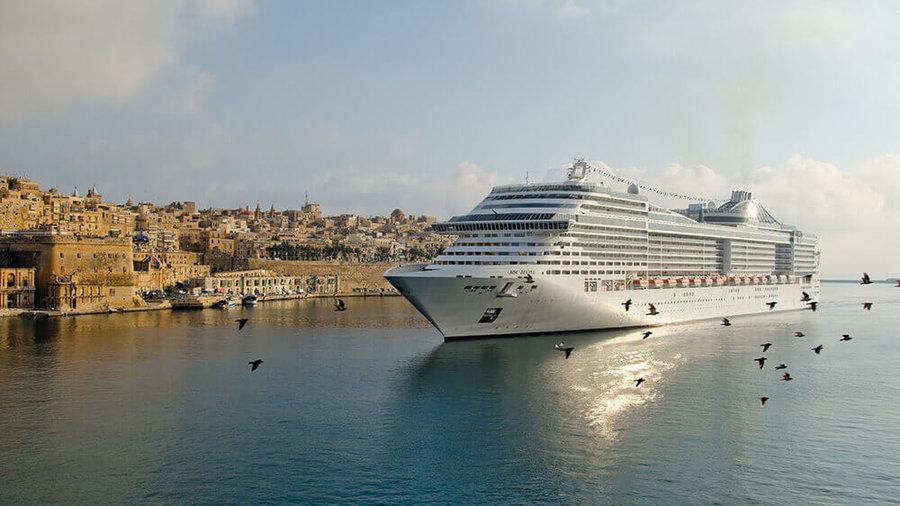 """MSC Divina in Grand Harbour"""