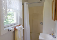 Waterfront Vacation Rental Cottage 5-014