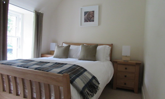 Curlew Bedroom - Main bedroom in Curlew, taken from the doorway. (© Achnacarry Estate)