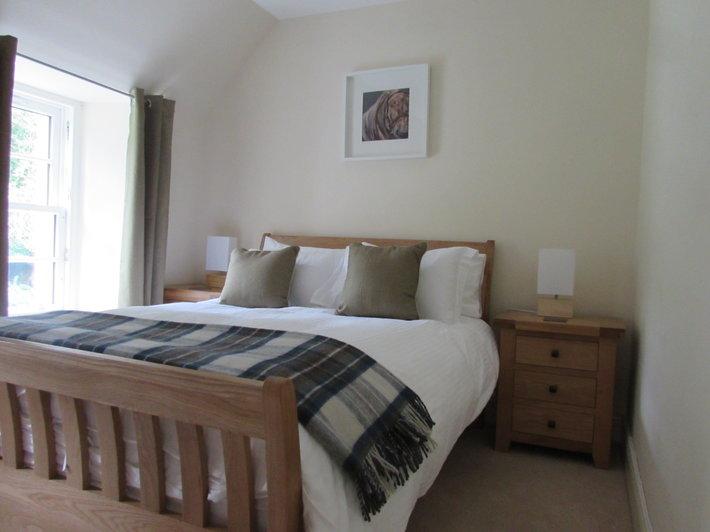 Curlew Bedroom - Main bedroom in Curlew, taken from the doorway. (© Achnacarry Estate)