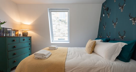 DSC_6856 - Stylish double bedroom (twin on request)
