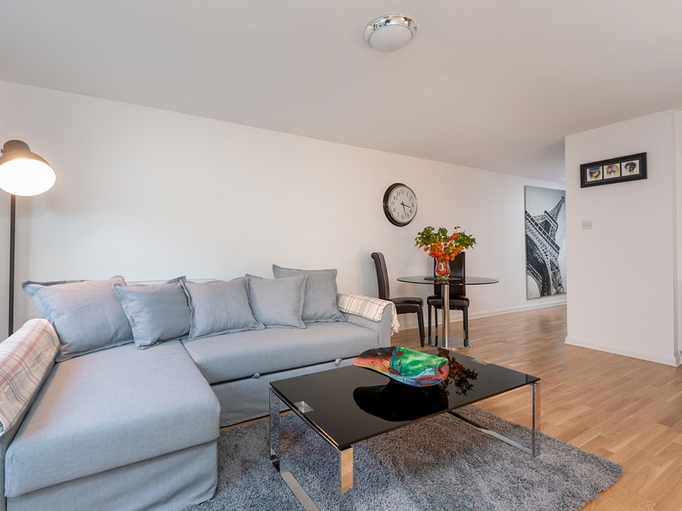 West Tollcross 1 - Comfortable L shaped sofa and coffee table in living room