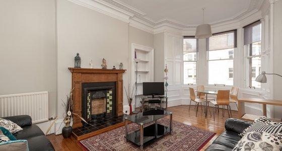 Warrender Park Road 1 - Light, airy family living room with traditional Victorian bay window