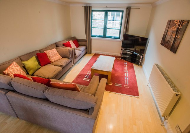 Dublin street townhouse sleeps 8 edinburgh innercitylets