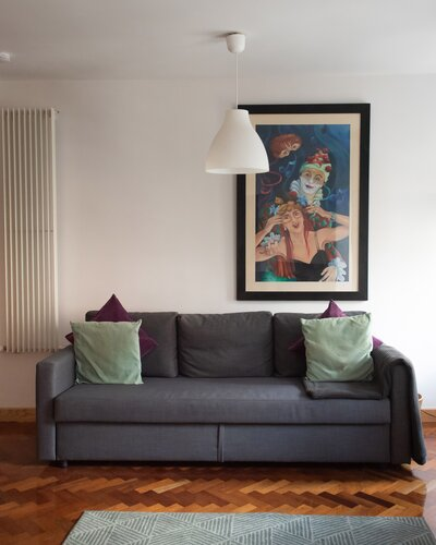 Riddles0005 - Open plan living area with framed artwork in luxury Edinburgh holiday let