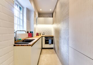 Modern and well stocked kitchen