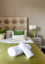 Castle View Apartment King-size Bedroom w en-suite 7