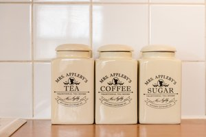 Tea, coffee and sugar supplies in Edinburgh holiday let
