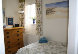 Bright ground floor 2 bedroom apartment in the delightful village of Gullane on Scotland's Golf Coast