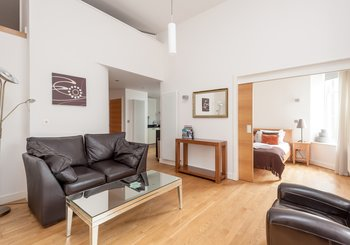 Simpson Loan No.2 1 - Light open plan living area in Edinburgh holiday let