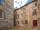 Edmonstone's Close (Grassmarket) 6 - Edmonstone's Close, a traditional Old Town residential building in Edinburgh