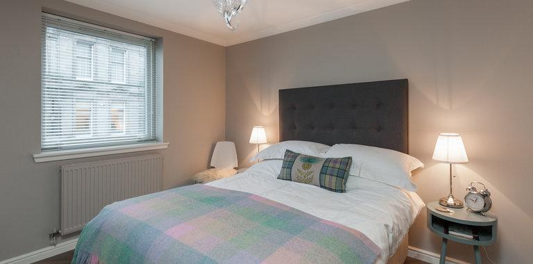 Ocean Drive 1 - Modern double bedroom at Edinburgh holiday let