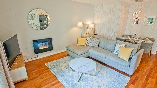 Holyrood garden flat - Lounge