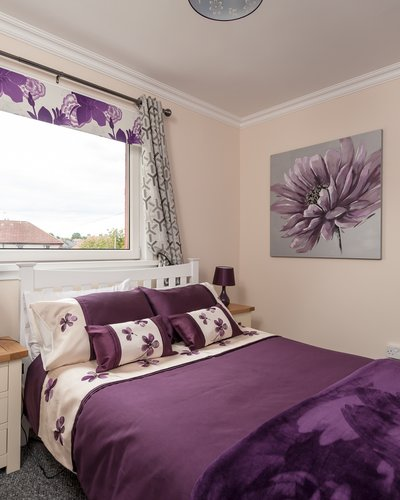 Findlay Gardens 2 - Double bedroom in Edinburgh holiday let