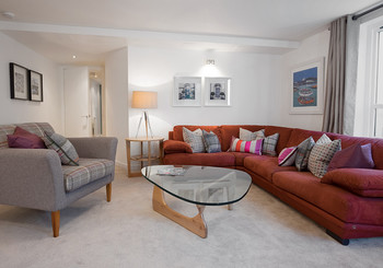 living room main - Elegant, spacious family living room at Edinburgh holiday let