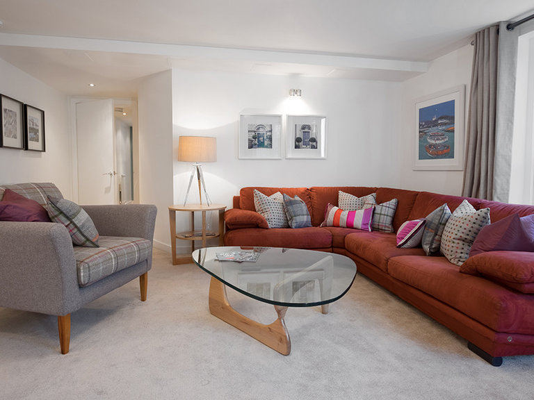 Buchanan Court (Calton Road) 1 - Elegant, spacious family living room at Edinburgh holiday let