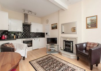 PortsburghSq-1 - Light open plan living and kitchen area in Edinburgh holiday let