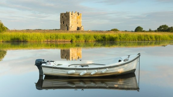 Embark on a journey to the Threave Castle (© VisitScotland / Kenny Lam)