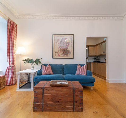 Cumberland Street No.3 2 - Family living room with comfortable seating and framed map of Scotland