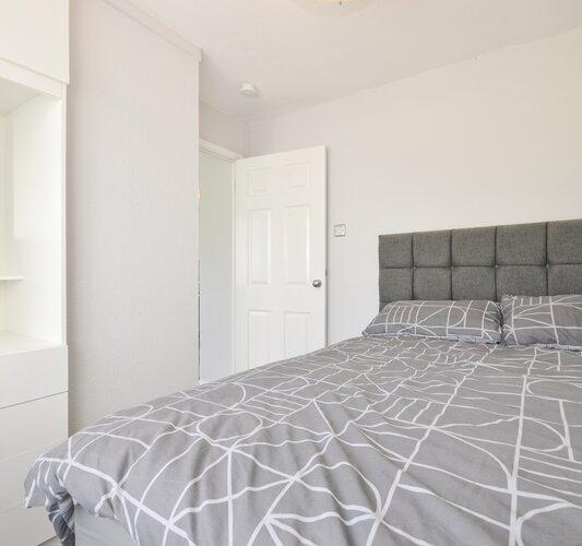 Bedroom 1 - Sandown - Wight Holiday Lettings - Bedroom 1