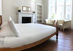 Leslie_place,_Edinburgh_-_bedroom_1