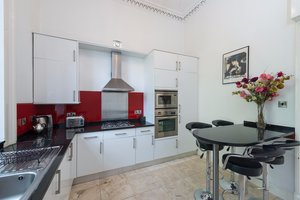 Coates Gardens Apartment Kitchen - Large contemporary kitchen within Edinburgh holiday home.
