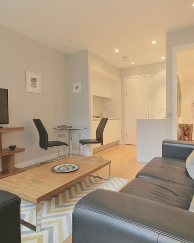 Simpson Loan (New) 2 - Spacious open plan living/dining area in Edinburgh holiday let