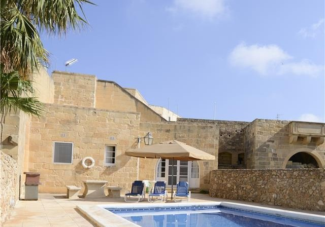 Private pool in Malta villa