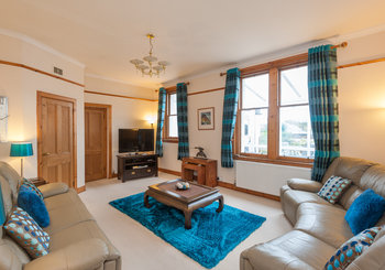 TraquairParkWest-2 - Comfortable, tastefully decorated living room in Edinburgh holiday let