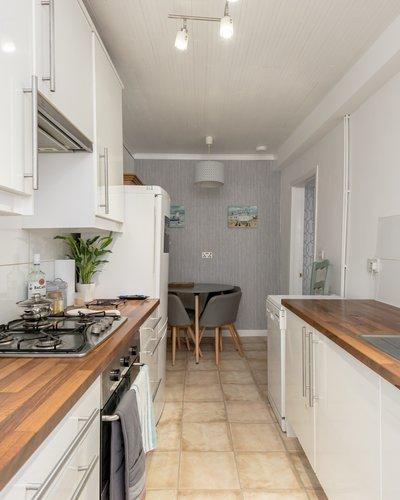 Cumberland Street No.1 2 - Sleek kitchen in Edinburgh holiday let
