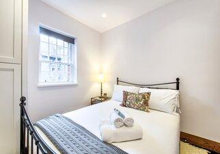 Bedroom - 2 bedrooms apartment in Dean Village