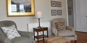 Cosy one bed flat in Broughton, Edinburgh - Living room.